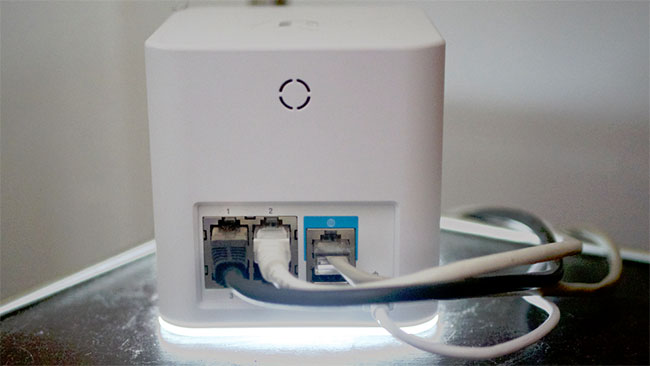 Задняя панель Wi-Fi роутера Ubiquiti Amplifi