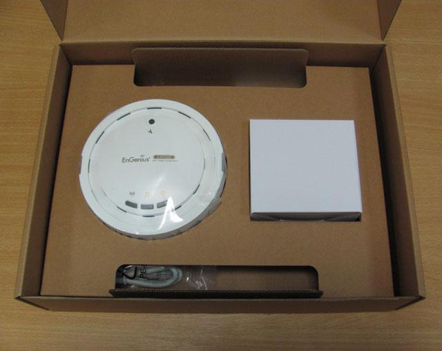Расположение комплектующих в коробке EnGenius EAP300