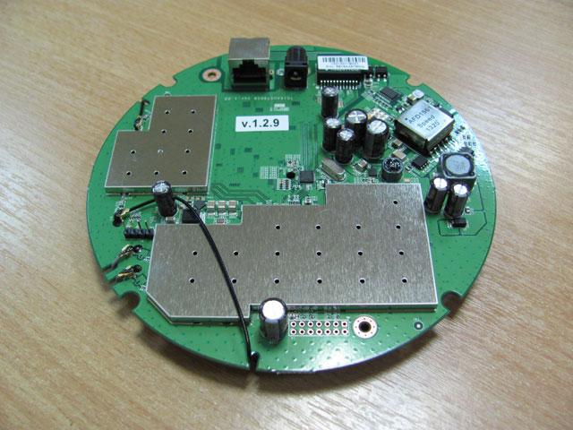 Металлические экраны на плате EnGenius EAP600
