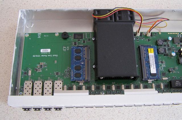 Оптические порты внутри MikroTik CCR1036 12G-4S