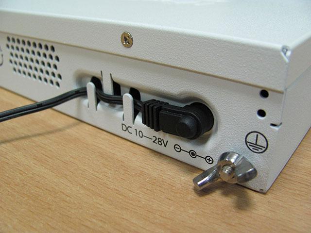 Защита бабеля от выпадения из гнезда MikroTik CRS125-24G-1S-RM