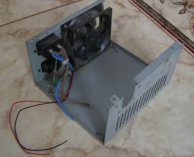 Демонтаж разъема питания IEC C14 из старого блока питания
