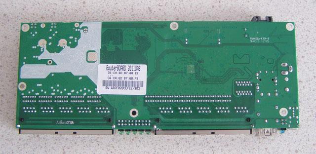 Плата Mikrotik RB2011UAS-RM - вид снизу