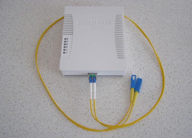 Подключение оптического патч-корда к MikroTik RB260GS
