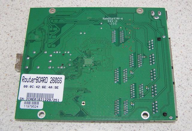 Обратная сторона платы MikroTik RB260GS