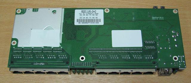 Нижняя сторона платы Mikrotik RB2011UAS-2HnD-IN