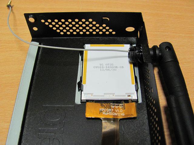 Mikrotik RB2011UAS-2HnD-IN - крепление LCD дисплея и антенн